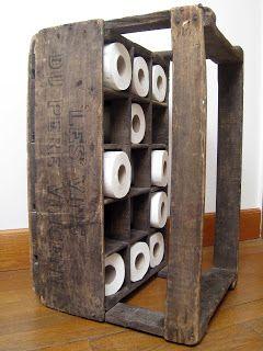 Caisse en bois transform e en joli rangement pour papier toilette charmante petite d co for Rangement papier toilette original