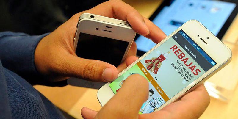 El mCommerce (mobile commerce) consiste en la compra y venta de productos o servicios, a través de dispositivos móviles, como smartphones y tablets.