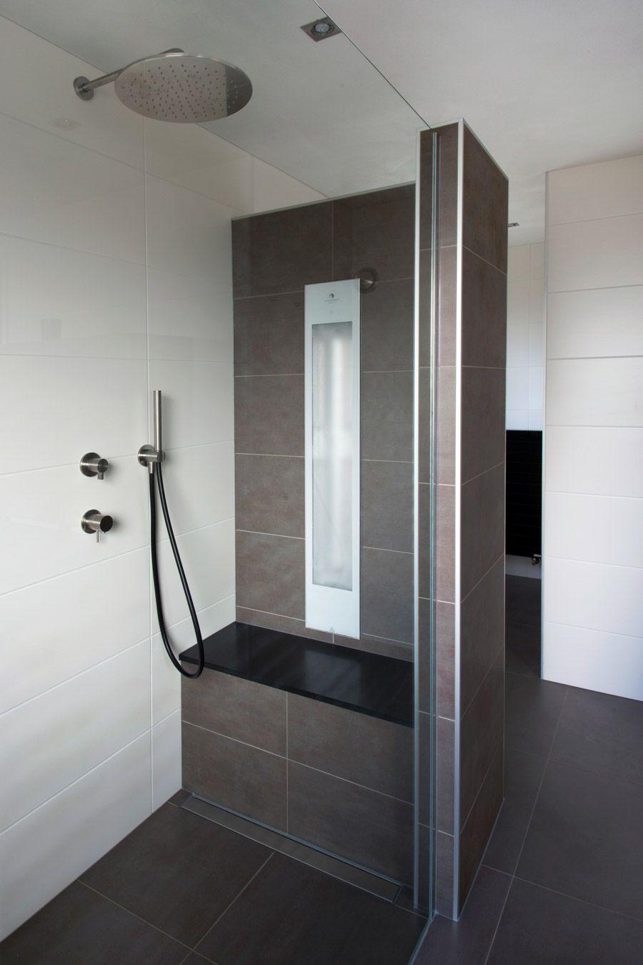 Genieten van een heerlijke infrarood douche, volledig geïntegreerd ...