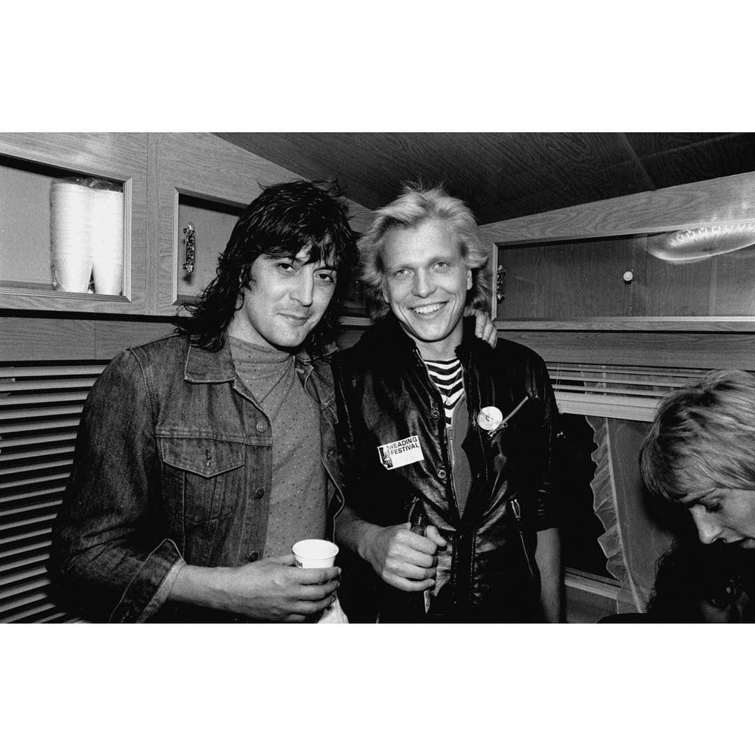 Pete Way And Michael Schenker And Slightly Out Of Shot A Young Phil Collen Reading 1980 Photo Ross Halfin Phil Collen Best Guitarist Michael