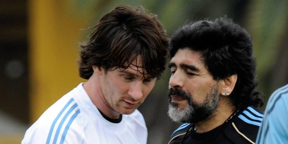 Messi y Maradona, durante una sesión de entrenamiento para la Copa del Mundo de 2010.