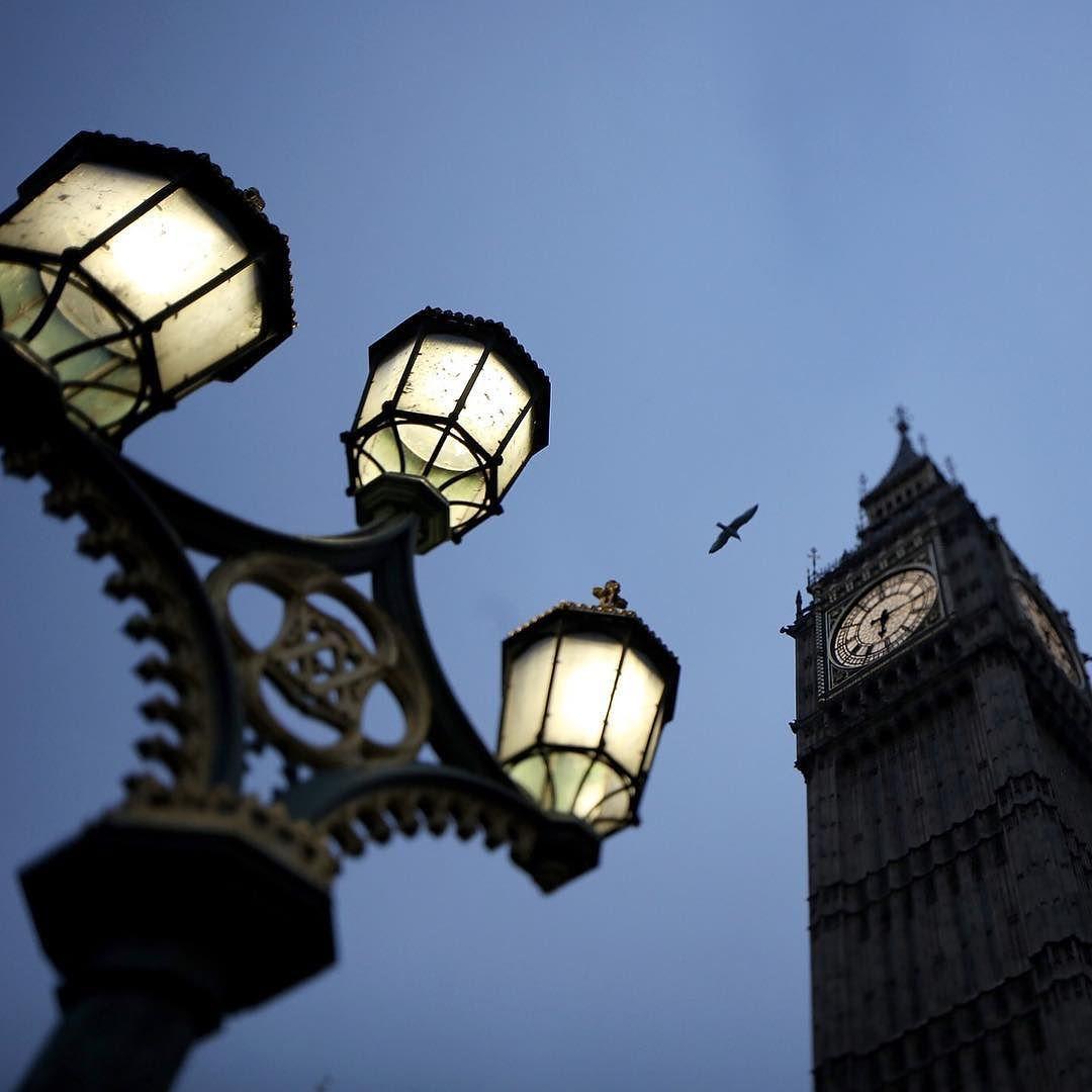 صباح الخير من بي بي سي عربي هنا لندن بالصور لندن بريطانيا Photo By Christopher Furlong Getty Images Instagram Posts Instagram Lamp Post
