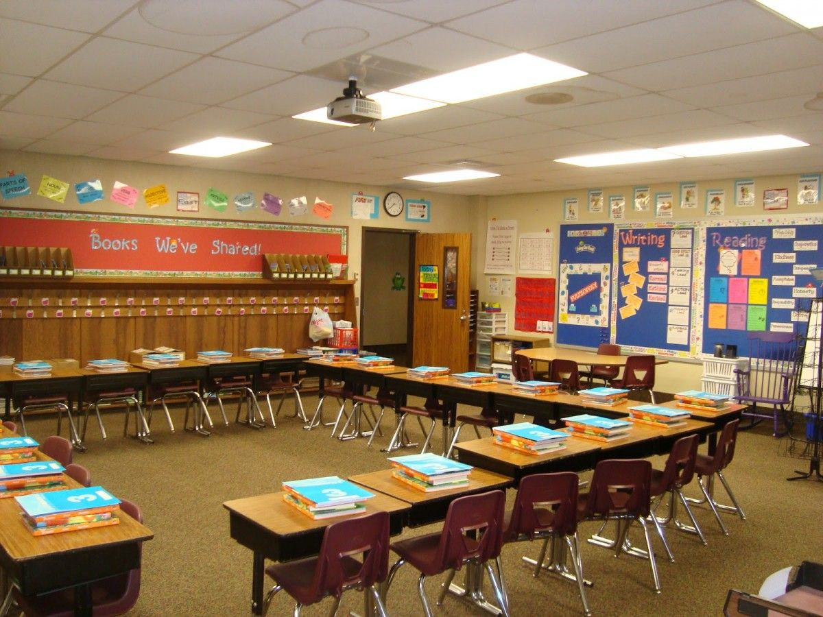 Modern High School Classroom : Architecture minimalist classroom design with white wall and some