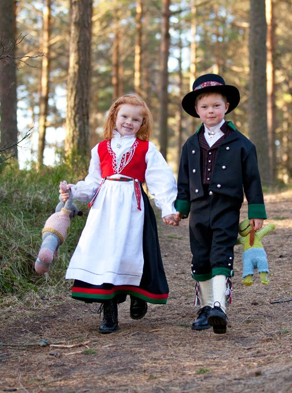 Norway People From Around The World Many In Traditional Dress Pinterest Charts