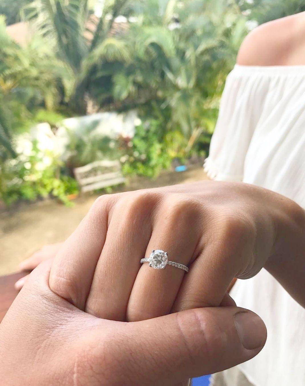 Victoria Kay 1/6ct White Diamond Arrow Ring in either 14k