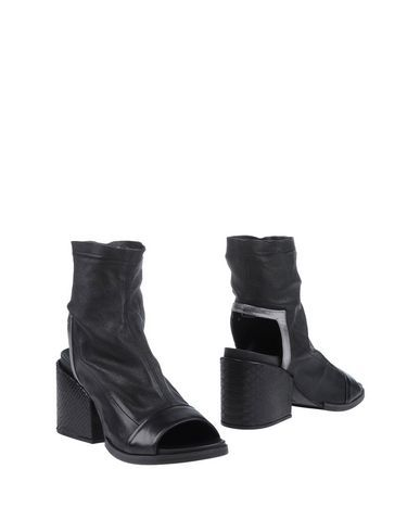STRATEGIA Ankle boot. #strategia #shoes #ショートブーツ