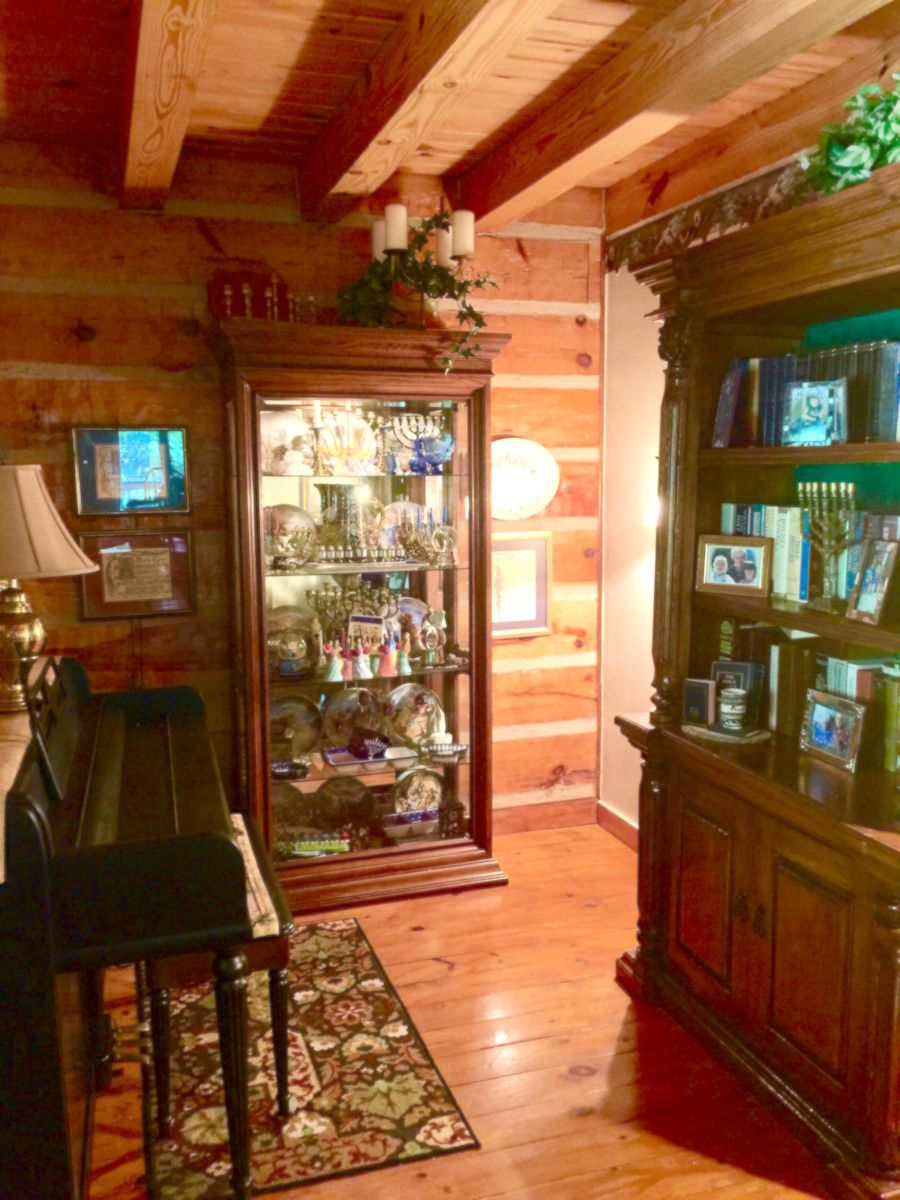 Entry way to Hand Crafted Hand Hewn Southland log home in