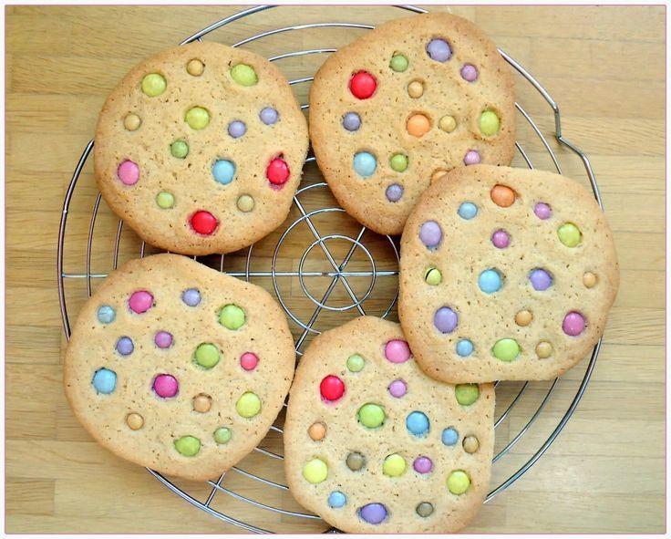 Tassenkuchen - Bäckerei: Smarties Cookies - http://tassenkuchen-selber-machen.de/allgemein/tassenkuchen-baeckerei-smarties-cookies/