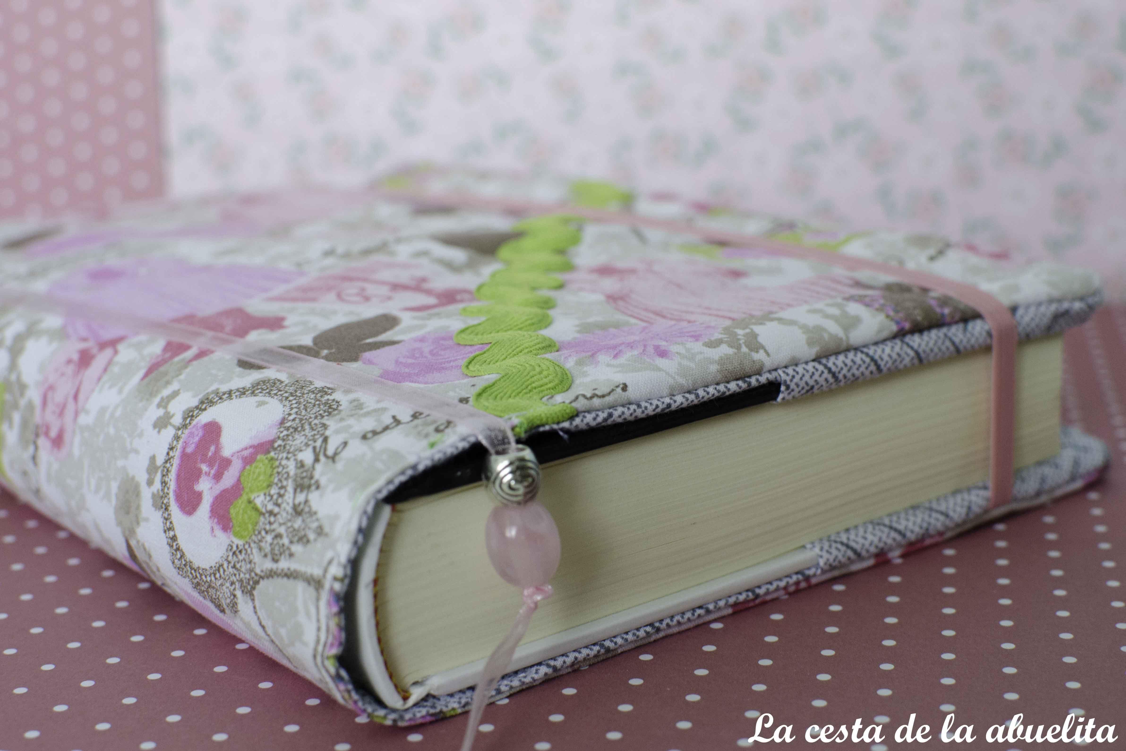 Funda de libro. www.lacestadelaabuelita.com