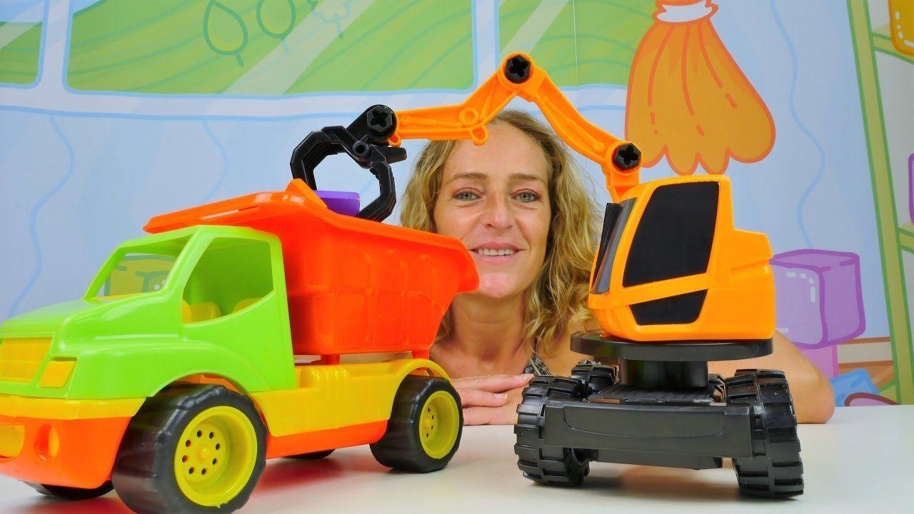 Spielzeug Videos Fur Kinder Wir Bauen Einen Bagger Zusammen Spielzeug Spielzeugautos Spielzeug Kinder Videos