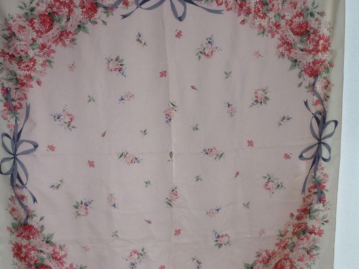 057c616840 Christian Dior Silk Scarf | Fashionable | Christian dior und Vintage