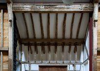 El nombre de este granero en Inglaterra representa su camino hacia transformarse en una casa muy inusual.