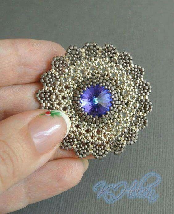 Pin von Marie Farmer auf Beaded Pendants | Pinterest | Perlen häkeln ...