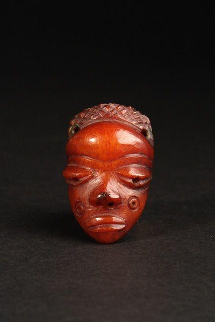 "Antropomorphic amulet mask ""ikoko"", D. R. Congo, Pende"
