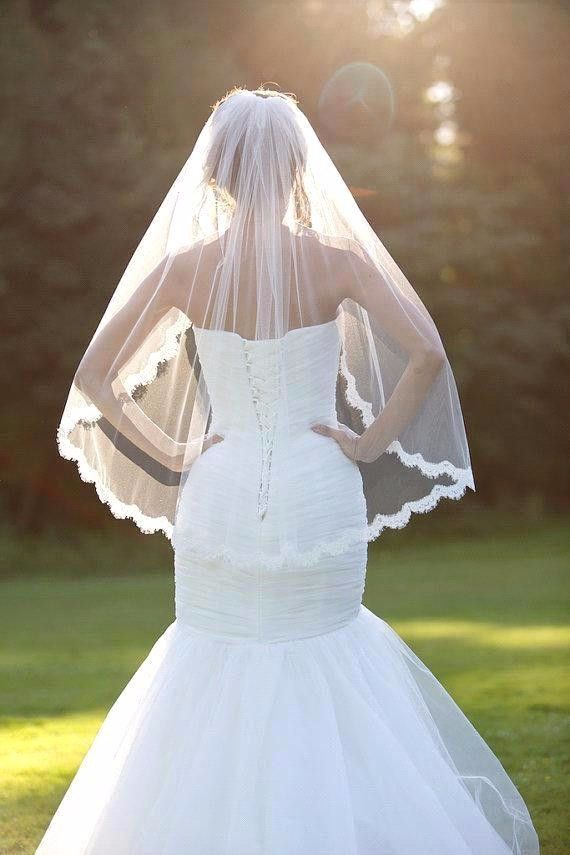Photo of 1.5 Meters Short Wedding Veils with Comb Lace Edge Beige Whi…