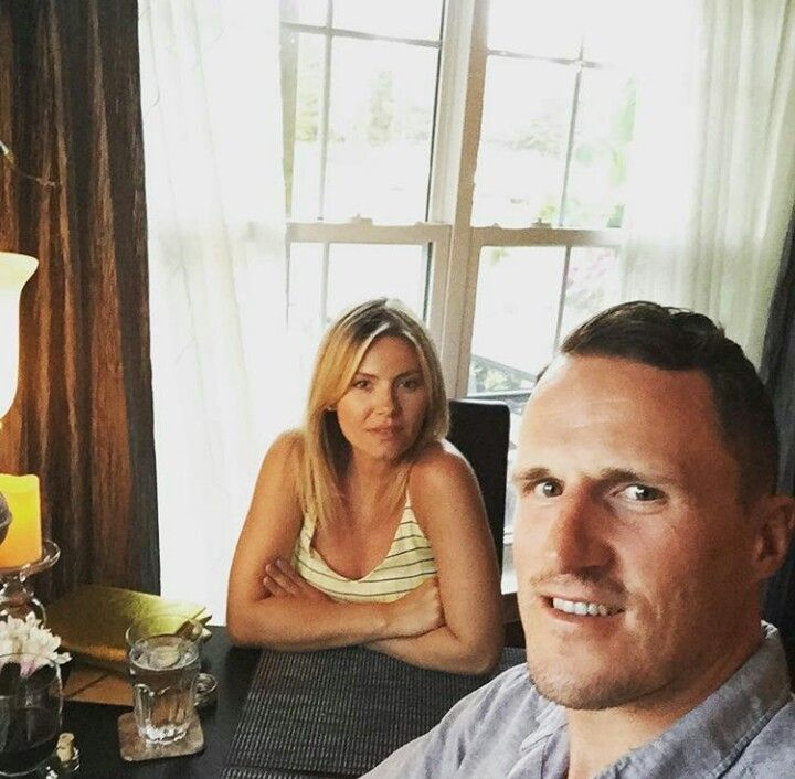 Elisha Cuthbert Wedding.Elisha Cuthbert And Dion Phaneuf Celebrating Wedding Anniversary