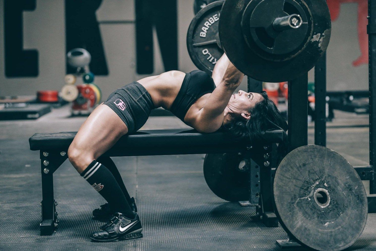 The Bench Press Is A Very Technical Lift And A Lot Of Women Struggle To Get Strong On This Exercise Here Are 5 Tip Powerlifting Women Powerlifting Bench Press