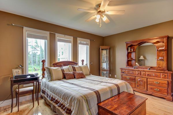 what color paint goes with light brown furniture coloring ideas rh pinterest com Gold Bedroom Dark Brown Furniture Bedroom
