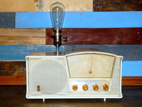 Upcycled Lamp Vintage Radio Lamp Antique Radio By Thecleverraven Vintage Radio Antique Radio Vintage Industrial Style