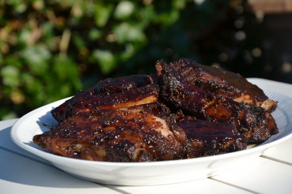 Smokey BBQ spareribs - Recipe in Danish