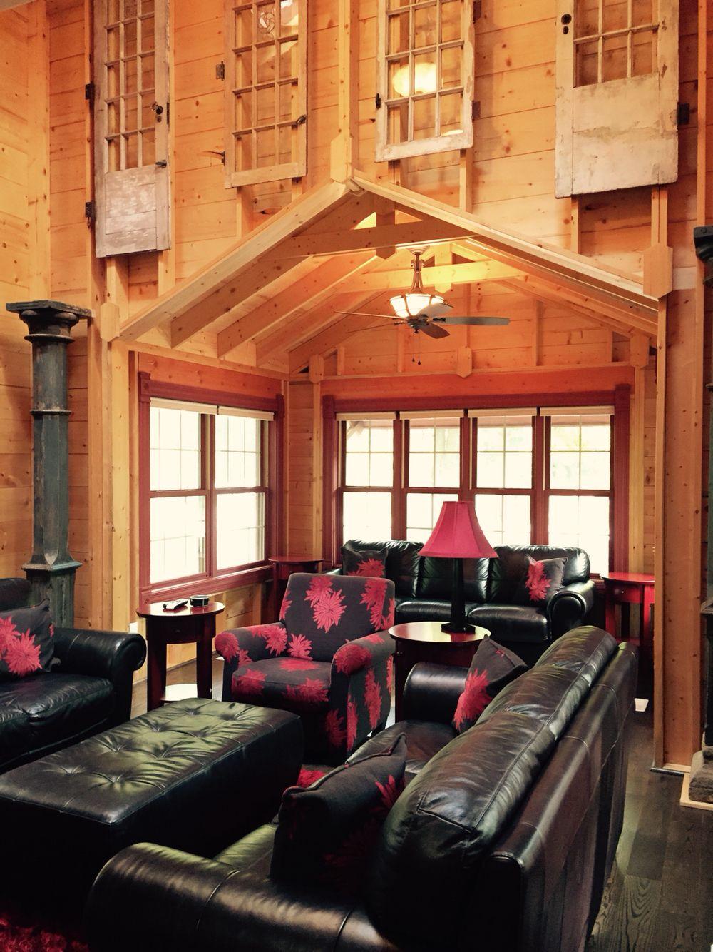 Cottage 5 living room at DollyBrook Resort near Saugatuck