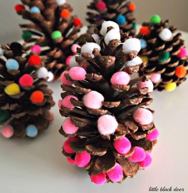 kids' Christmas craft: pine cone trees