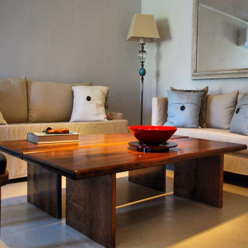 Living mesas ratonas madera maciza sillones lampara www for Mesa cocina madera maciza