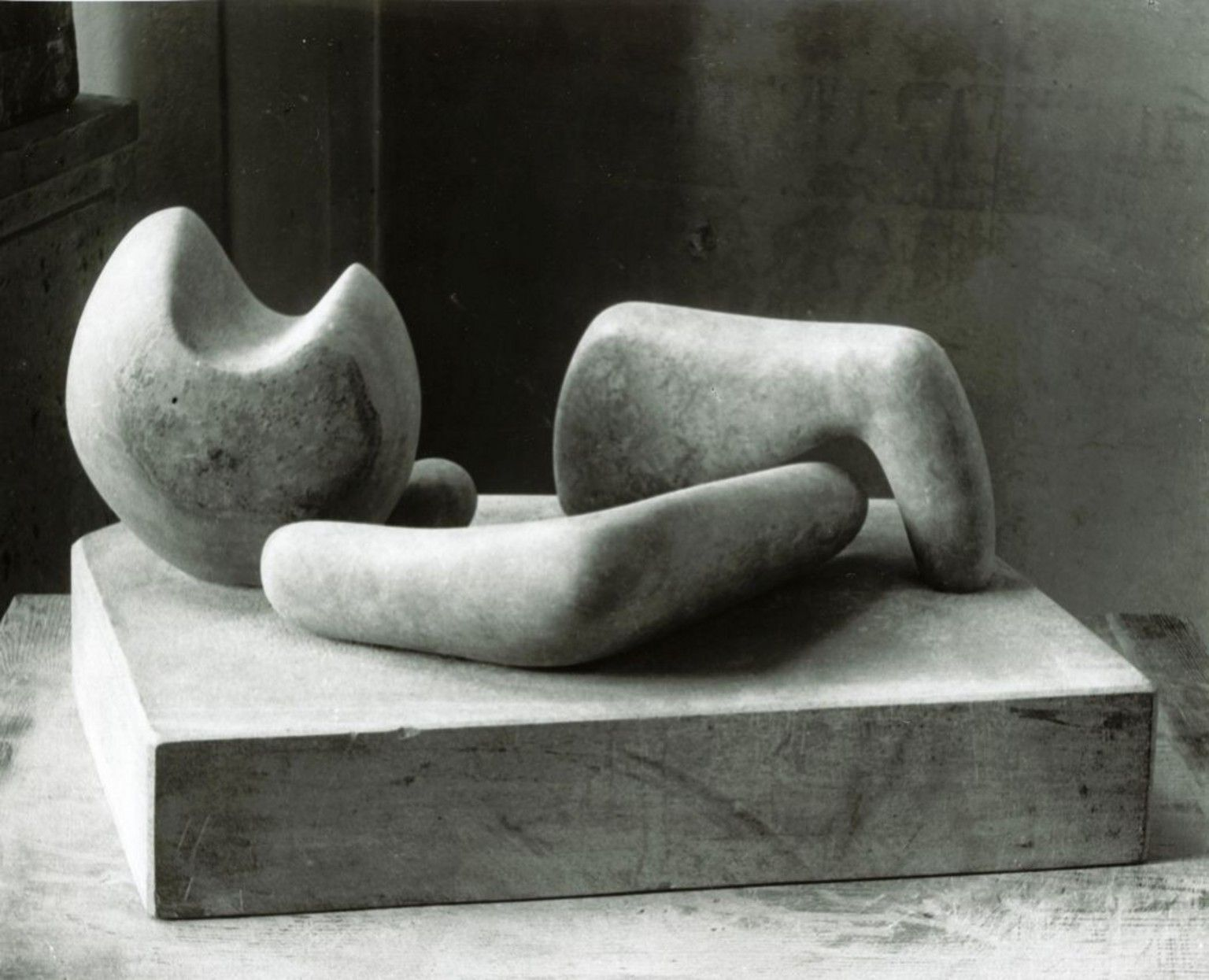 Henry Moore Four-Piece Composition Reclining Figure 1934 photograph taken c.1934 & Henry Moore Four-Piece Composition: Reclining Figure 1934 ... islam-shia.org