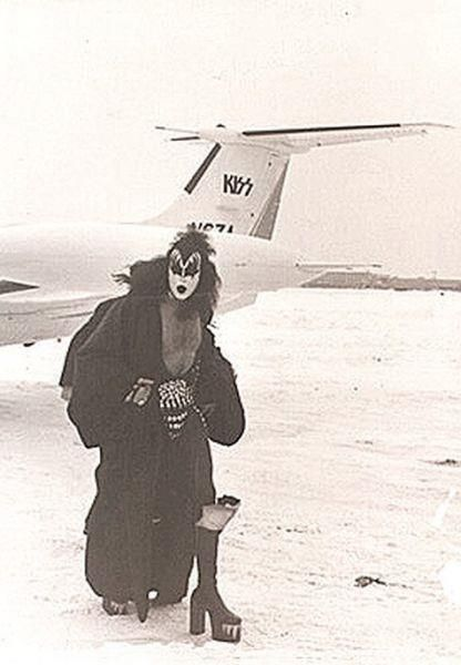 Gene Simmons 1975 Thanks To My Mothers Posters Of Kiss Alice
