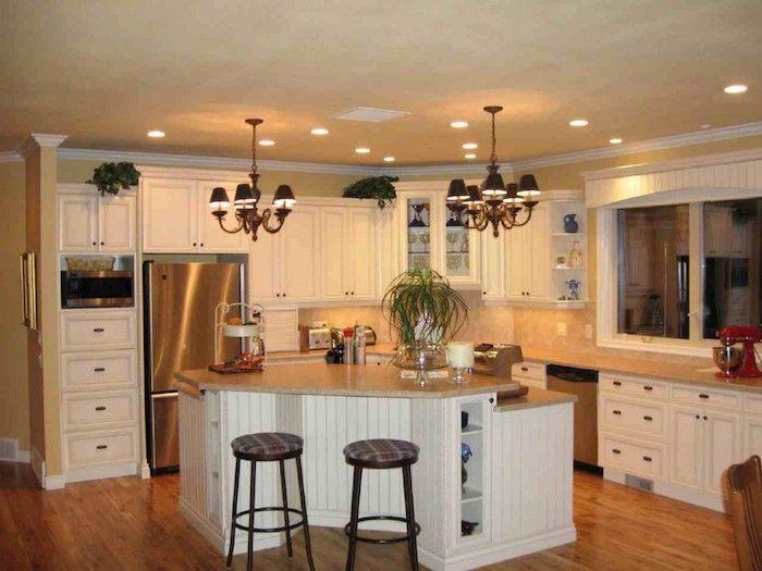Küchen Ideen für eine Eckküche mit weißen Regalen, orange Fliesen - laminat für küchen