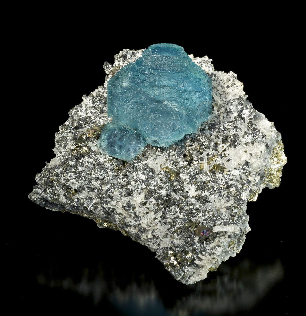 Fluorite on Quartz from 2002 Pocket, Sweet Home Mine, Alma, Colorado, USA [db_pics/new2011/Fluorite-SweetHomeMine-Colorado-15cm-JB490-06.jpg]