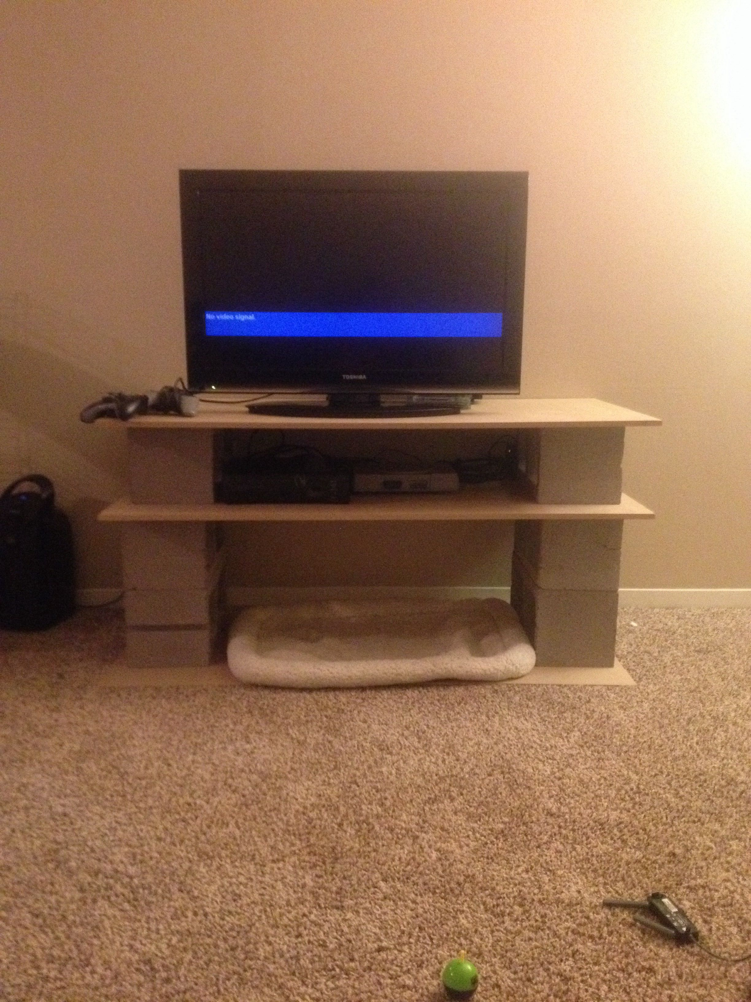Diy Tv Stand Made Outta Cinder Blocks And Wooden Board