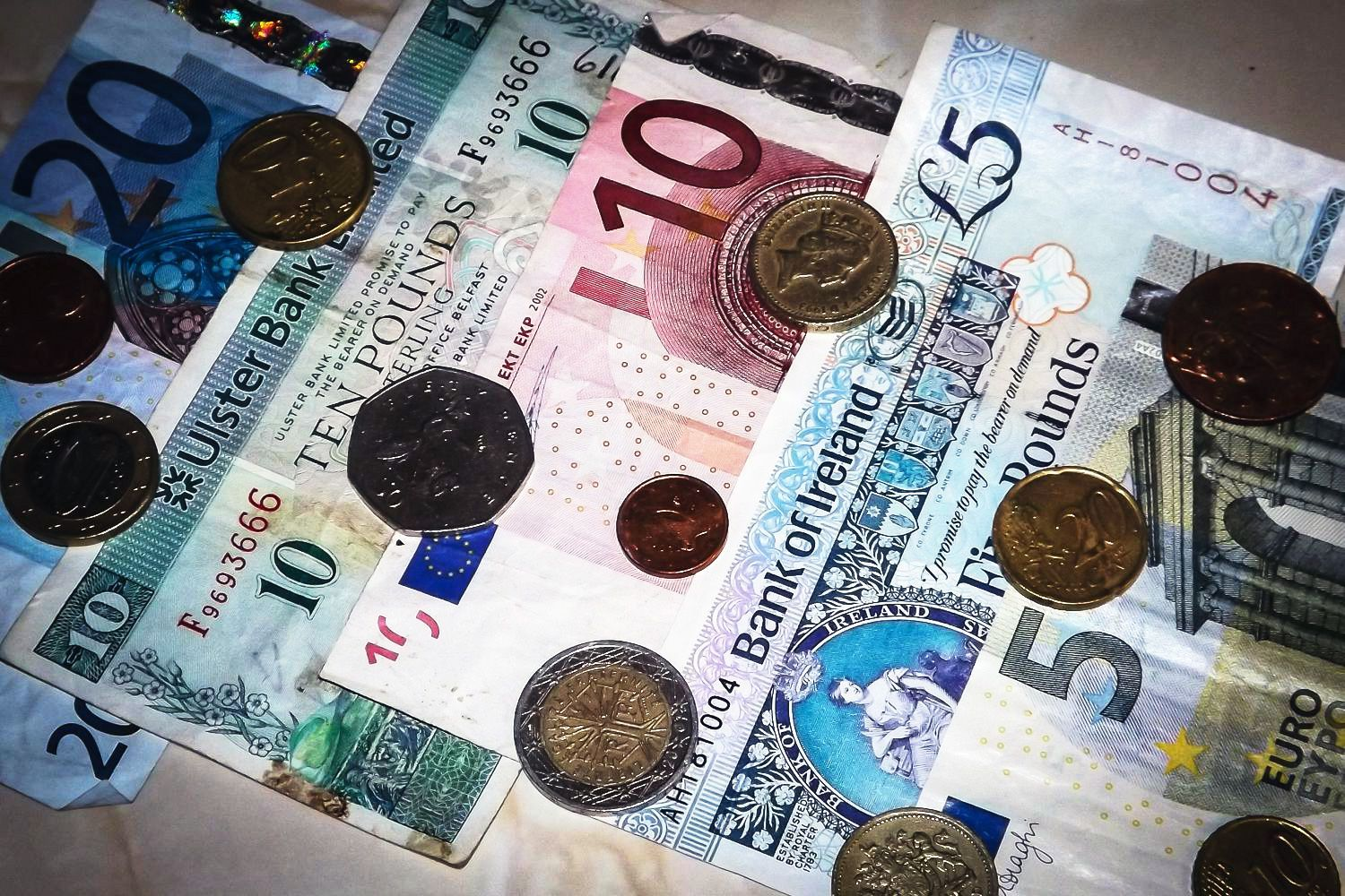 When Traveling In Ireland Cash Is King And Credit Cards Are Handy Find Out More About The Irish Currencies Payment Methods