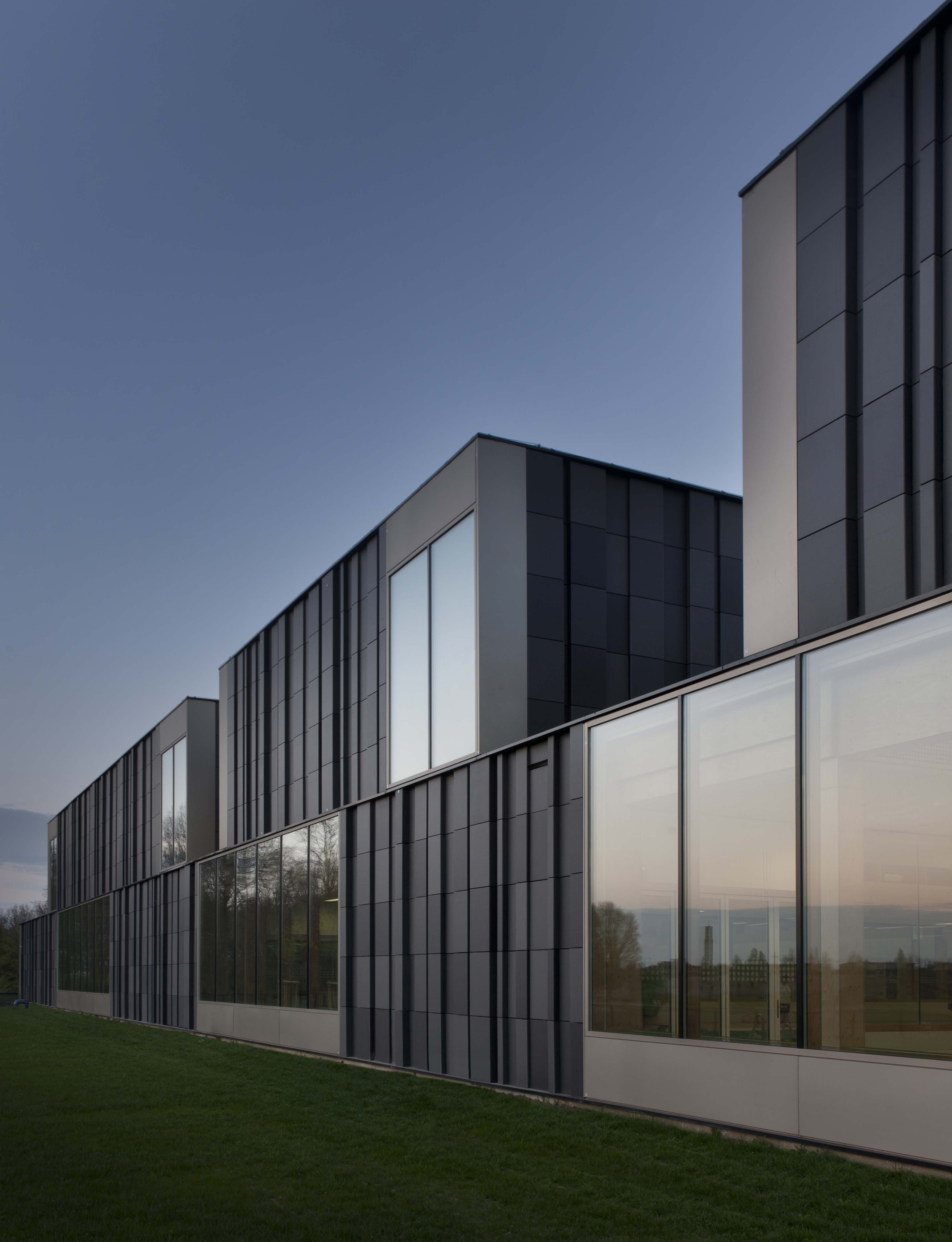 Mosafacades at the geusseltbad in the netherlands for Hedendaagse architecten