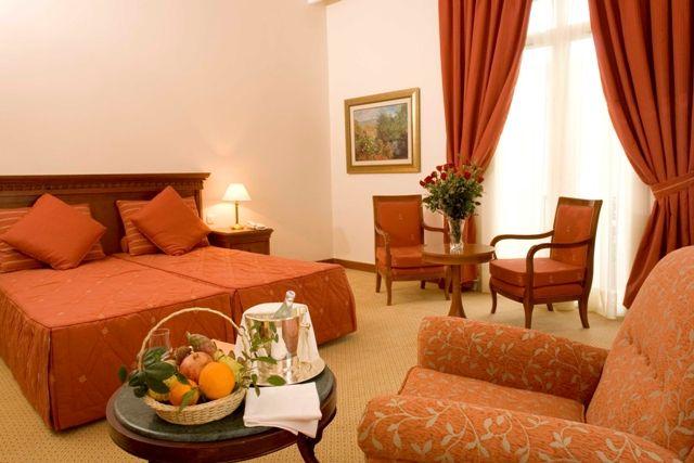 images de séjours décorés en orange et marron - Recherche Google ...