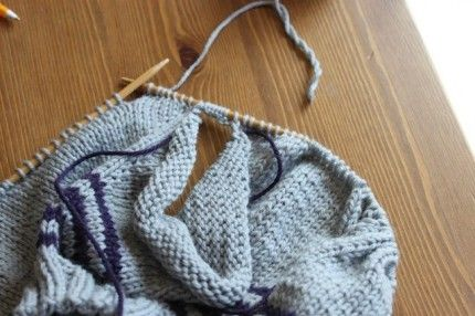 Casting On Extra Stitches In Knitting : Underarm Divide knitting tutorial - Part 1 - top down raglan sweater - dividi...