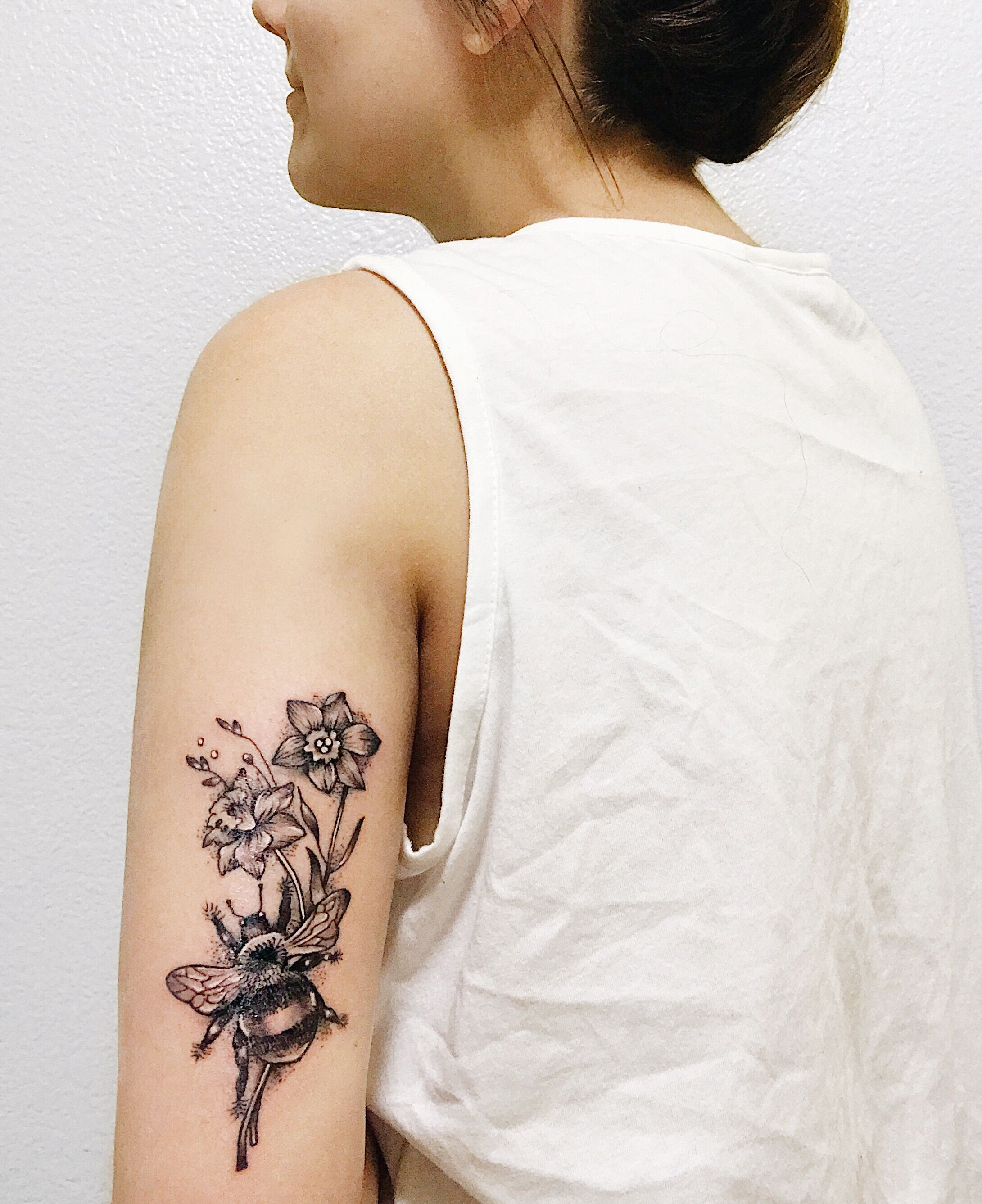 December Birth Flower Narcissus Bumble Bee Tattoo (With