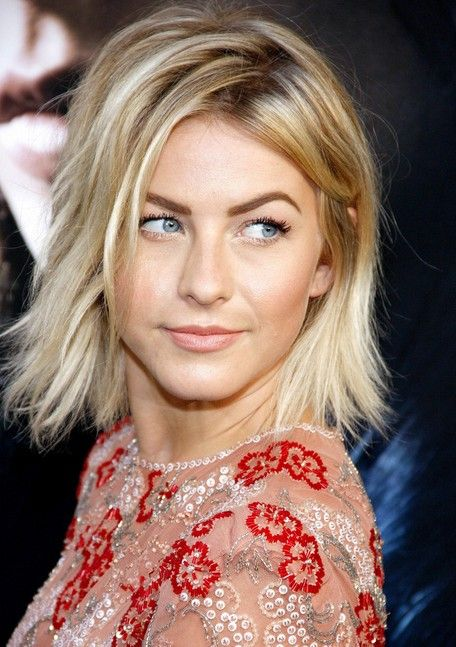 Latest Celebrity Hairstyles For Short Hair Just Got Out Of Bed Hair Here S Julianne Hough S Short Hairsty Messy Bob Hairstyles Bob Hairstyles Cool Hairstyles