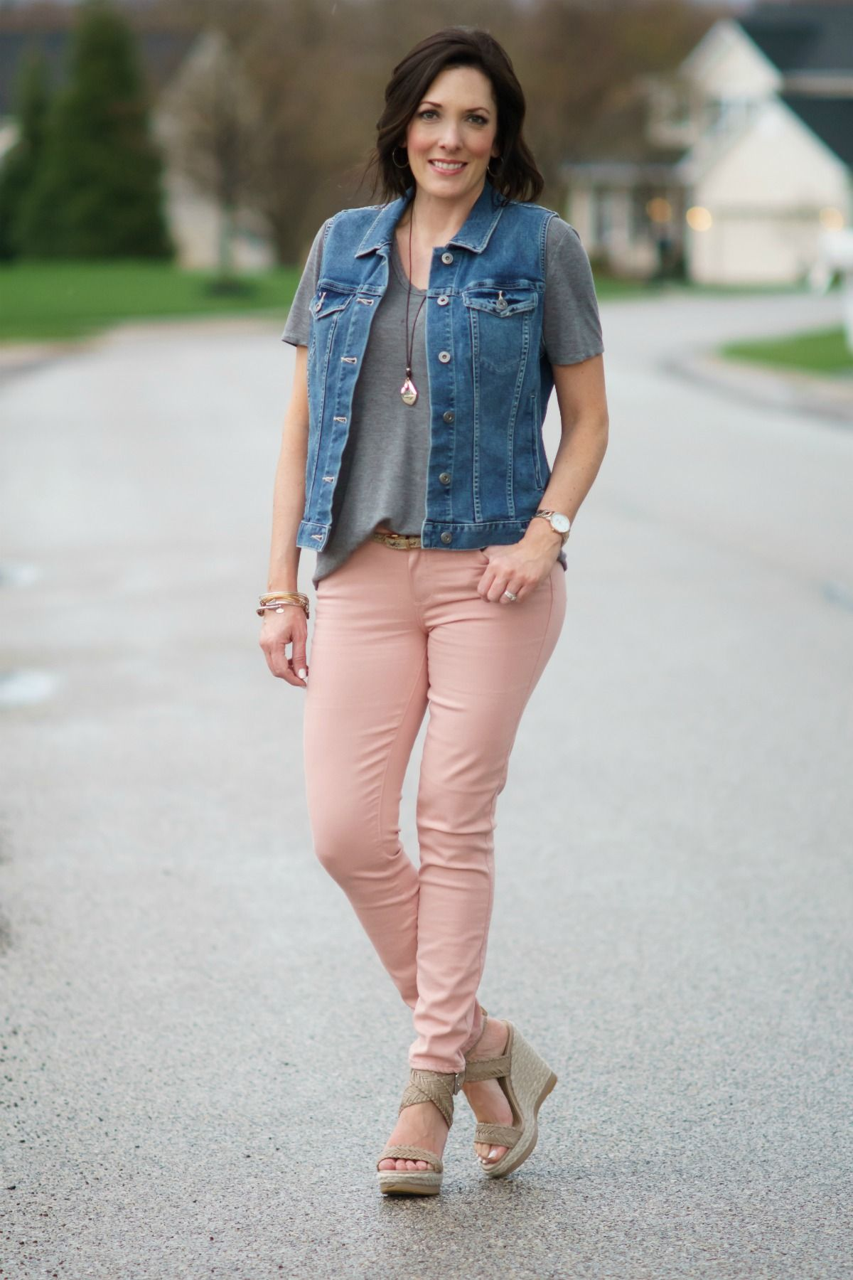 31a40baa75e How to Wear Pale Pink Skinny Jeans