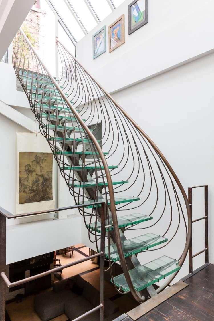 Escalier moderne intérieur design futuriste inspirant aménagement maison contemporaine