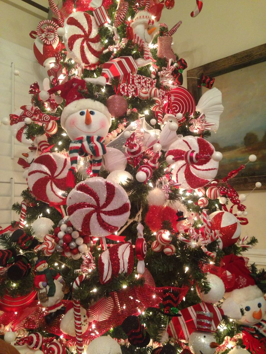 Love This Snowman Tree It S Decked Out From Top To Bottom In
