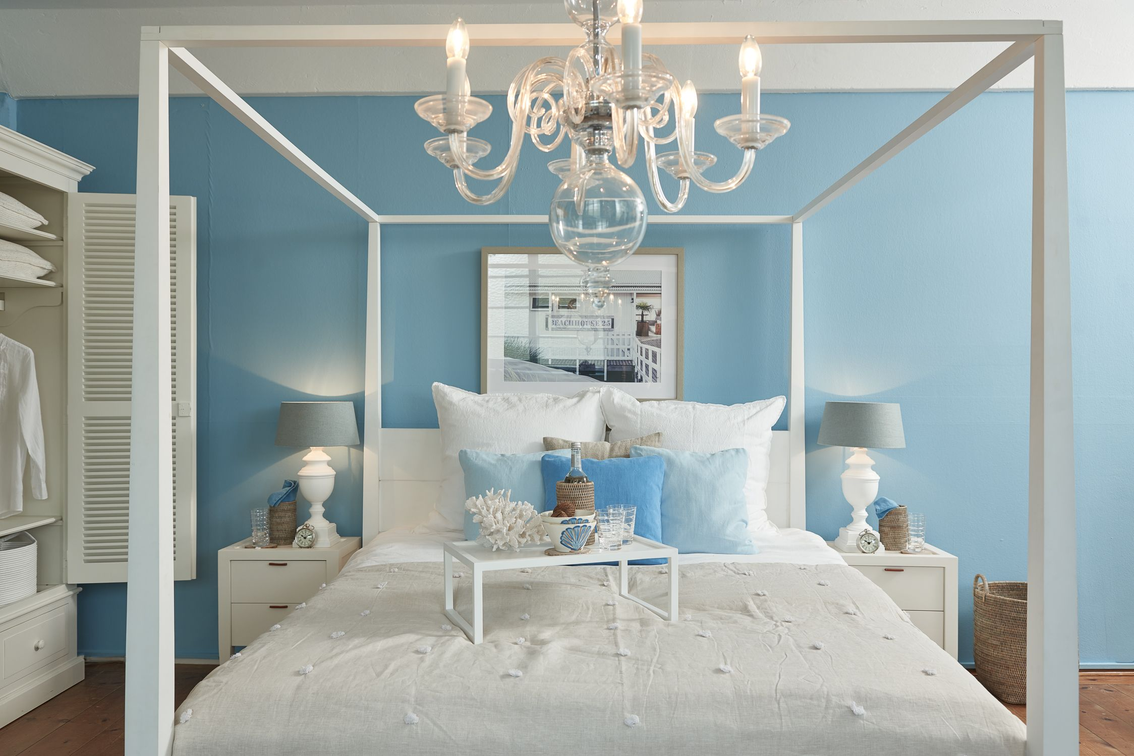 Maritimes Schlafzimmer ~ Traumhaftes himmelbett von flamant bildet den mittelpunkt in jedem
