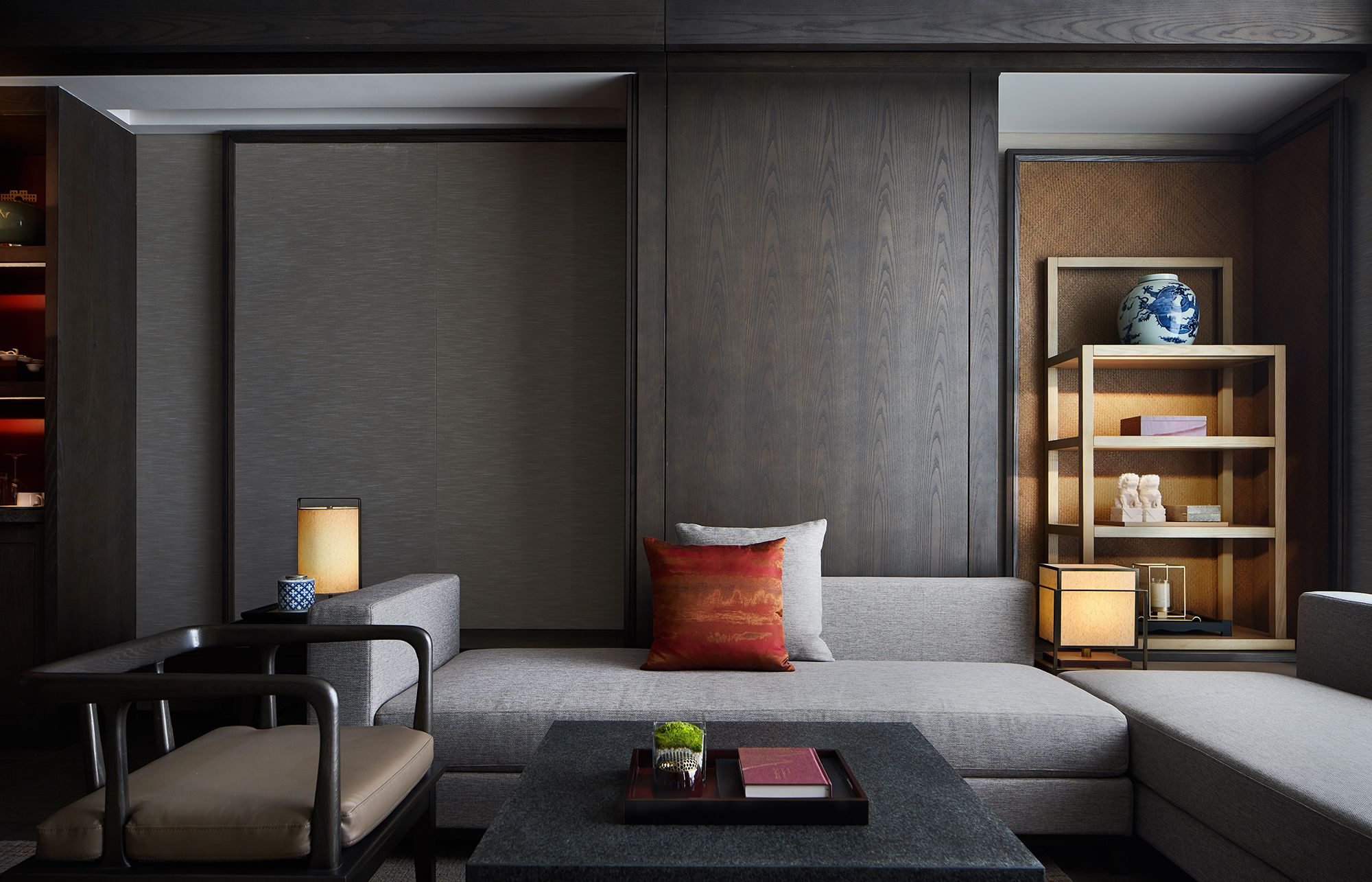 Hualuxe Xi An Hi Tech Zone Picture Gallery In 2020 Hotel Interiors Chinese Style Interior Interior Design Living Room
