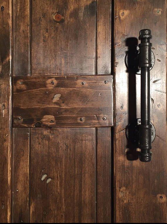 3dd5e2b06961 Mango de puerta de granero rústico hecho de industrial Pipe ...