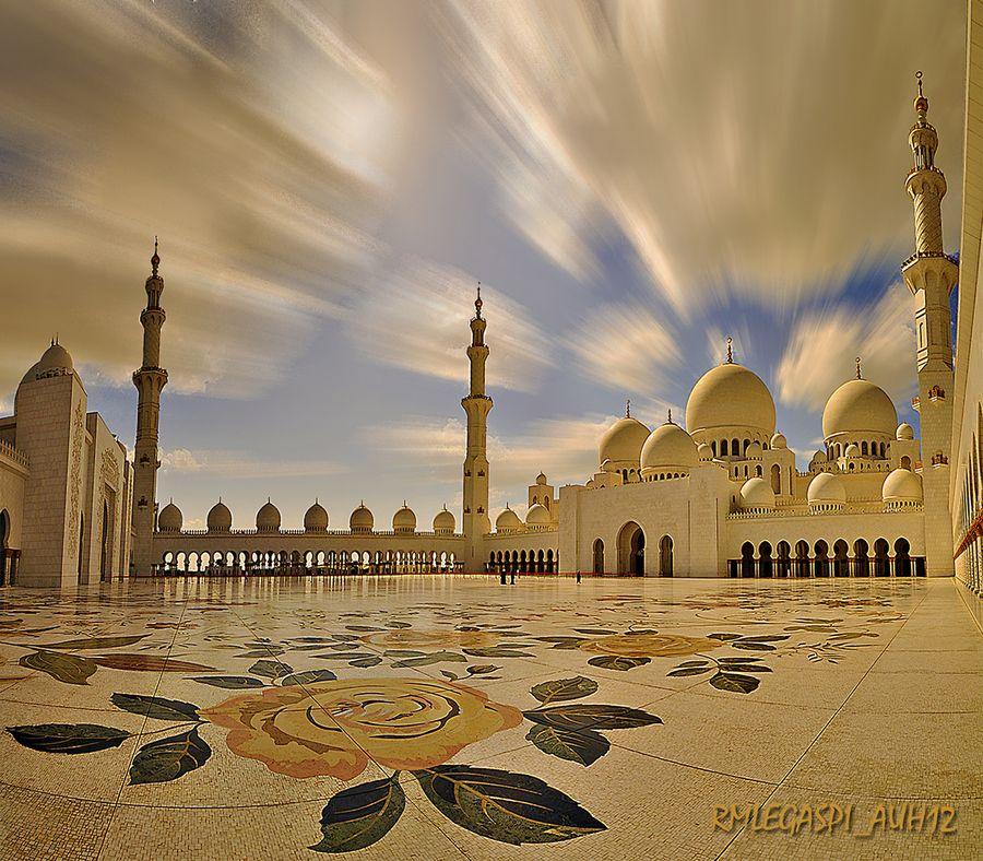 The Sheikh Zayed Grand Mosque by Randy Legaspi, via 500px