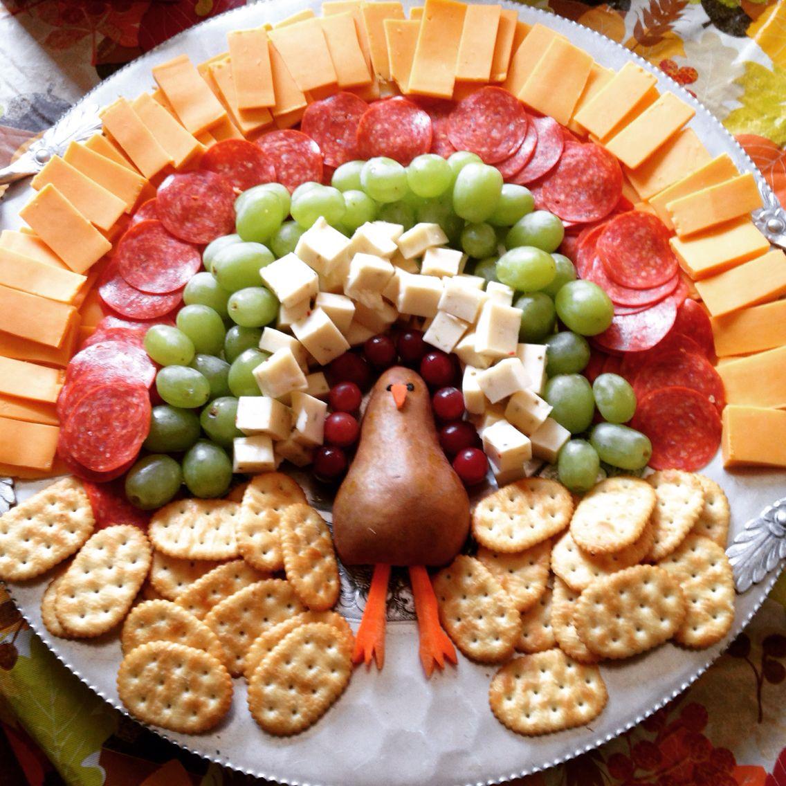Meat & Cheese Turkey Tray #thanksgivingappetizersideas