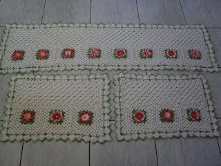 Crochê Fascínio: Tapete cozinha com flor Dália....