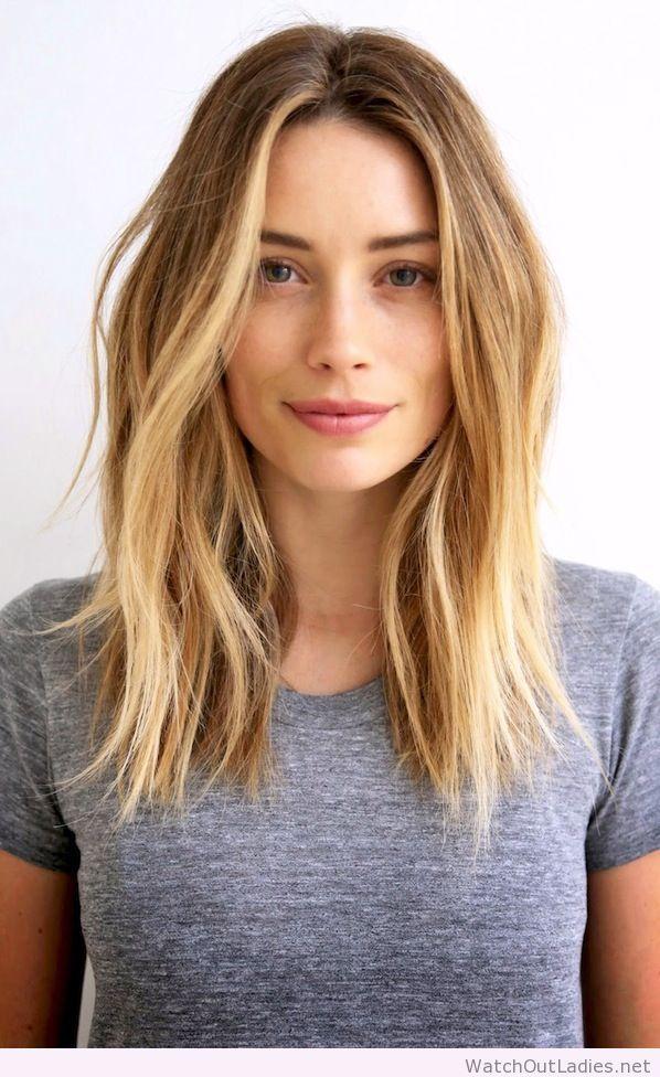 Coupe de cheveux long raie au milieu