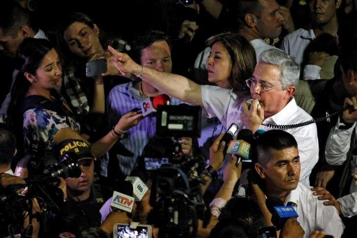 """El expresidente se fue lanza en ristre contra el gobierno de Maduro. Las FARC respondieron y aseguraron que ambos países deben mantener el diálogo """"constructivo y sincero""""."""