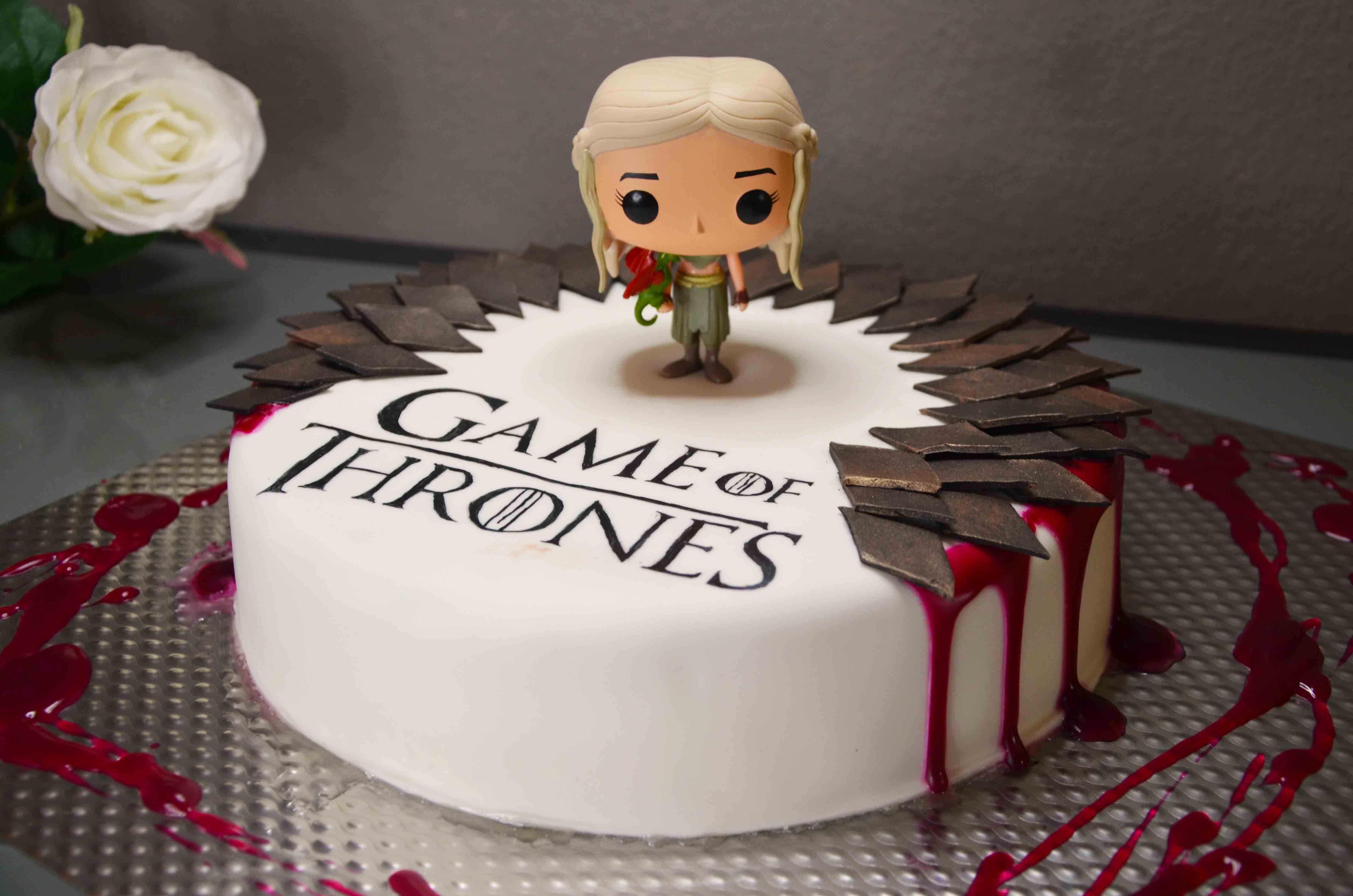 game of thrones birthday cake pop vinyl daenerys varios. Black Bedroom Furniture Sets. Home Design Ideas